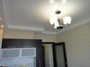 многоуровневые натяжные потолки в кухню