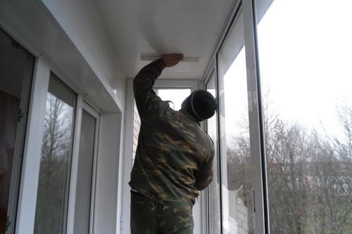 Застеклить балкон с отделкой
