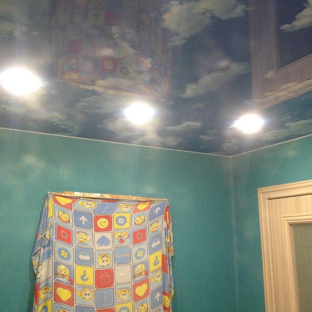 натяжной потолок с рисунком