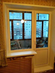 Установка окна и двери к зиме