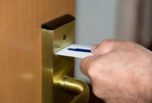 Ремонт двери с электронными замками
